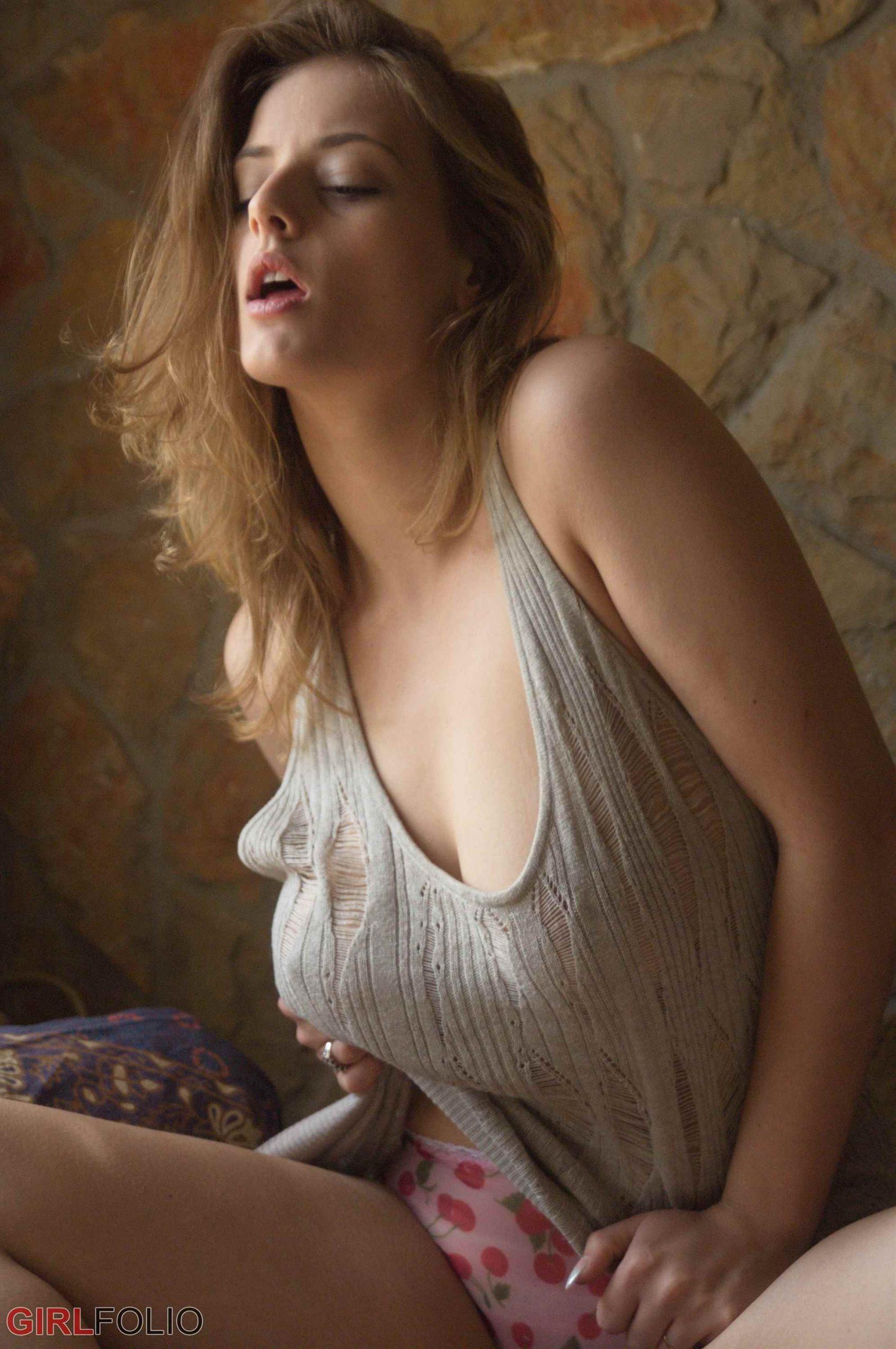 Rose nude lottii Delina G