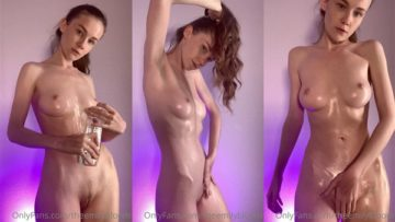 Emily Bloom Nude Oiled Up Teasing Onlyfans Video Leaked